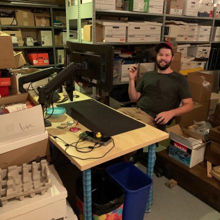 Jérémy a battu tous les records de tours en cachant le bureau de Martial dans le débarras du sous-sol.